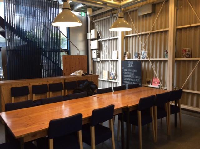 【表参道】倉庫風の内装と小物で統一したレンタルキッチンスタジオ&シェアオフィス「cook&co」