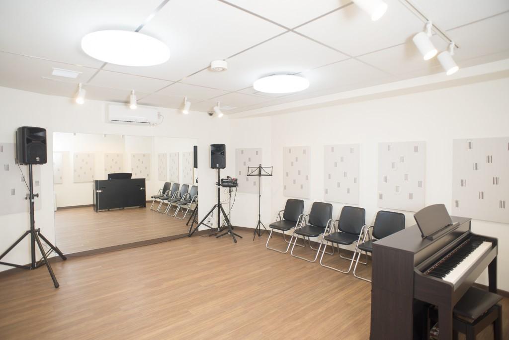 【新宿三丁目】なんと30分300円?!ピカピカのお部屋で快適に練習できます♪「音楽練習場 オトレン」