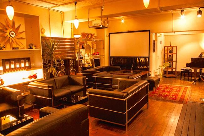 【新宿区】外国のおしゃれカフェのようなレンタルスペース「サロンガイヤール」