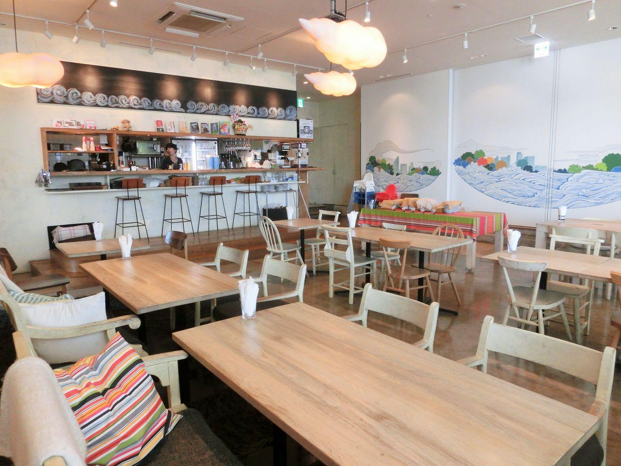 【勝どき】潮風薫る心地よい空間!ママにうれしい設備が充実「ブルーバードカフェ」
